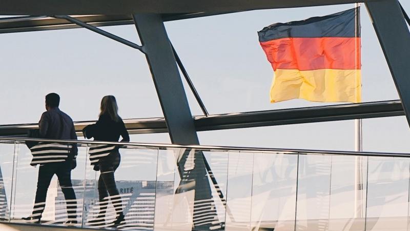 Nauji suvaržymai Vokietijoje: griežtinamas kaukių dėvėjimas, ribojamas švenčių dalyvių skaičius