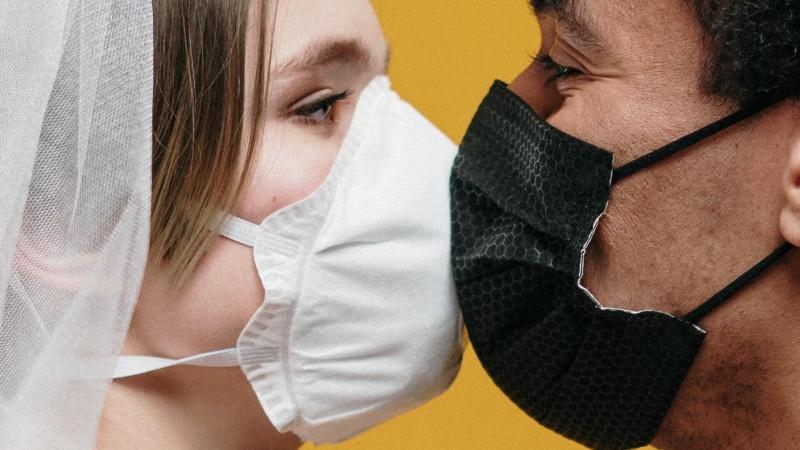 """J. Spahnas kalba apie """"pirmuosius laimėjimus"""" kovoje su pandemija"""