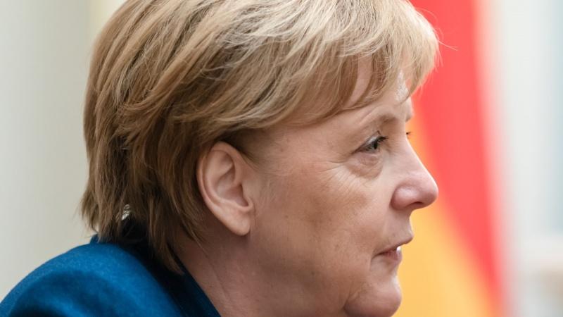 A. Merkel: ypač didelį nerimą kelia viruso mutacija