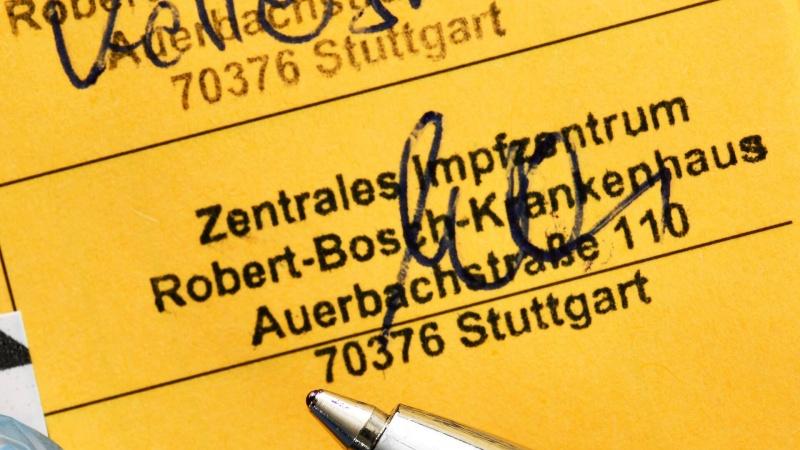 Vokietijos policija įspėja dėl suklastotų COVID-19 skiepų pasų