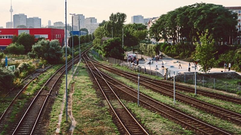 """Vokietijos geležinkelių operatorė """"Deutsche Bahn"""" ketina atidaryti 20 nenaudojamų geležinkelio linijų"""